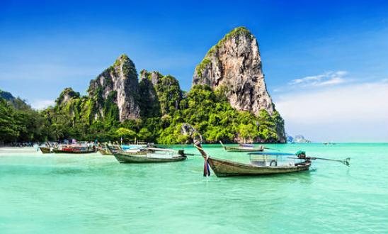 Το Anantara Layan Phuket Resort βρίσκεται σε απόσταση 2 λεπτών με τα.