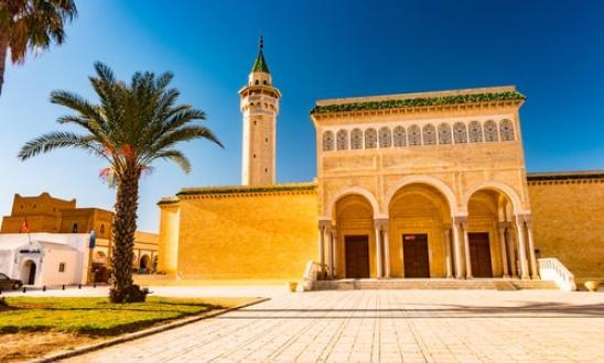 bourguiba_mosque_in_monastir_tunisia._traditional_muslim_architecture