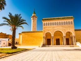 bourguiba_mosque_in_monastir_tunisia._traditional_muslim_architecture